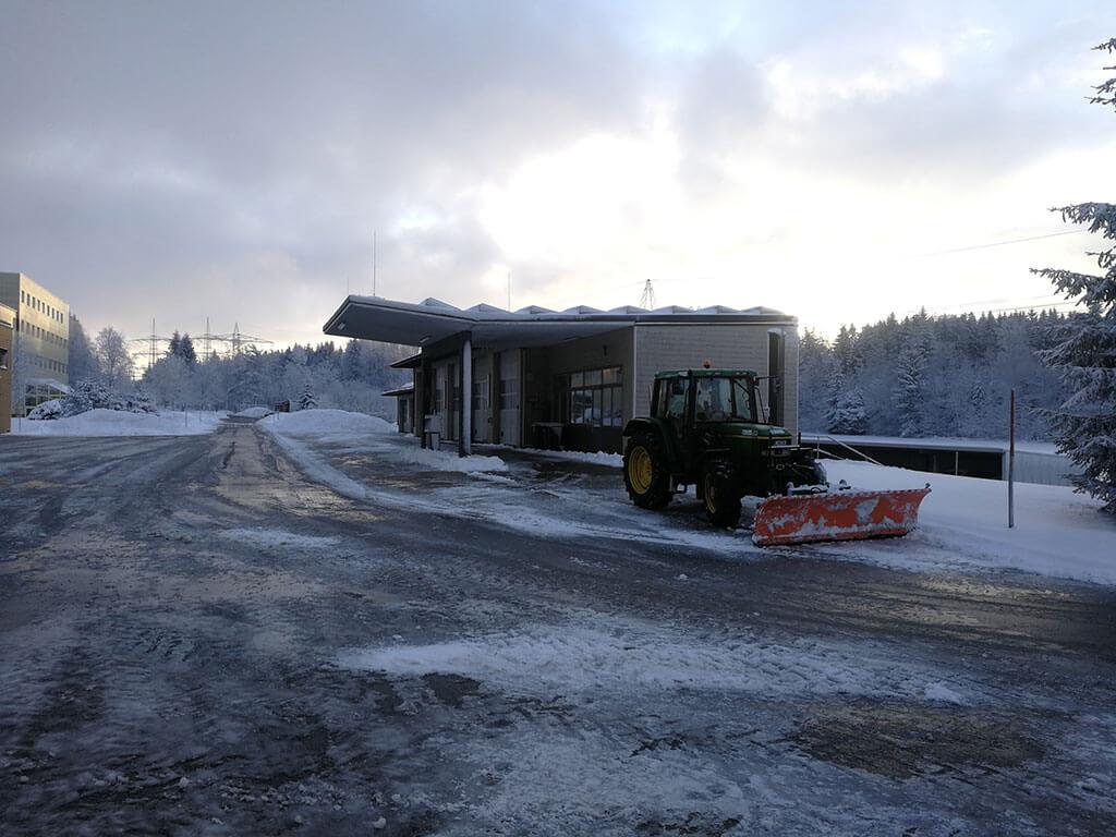 winterdienst-streuen-salzen-raeumen-gartenbau-gerteiser-1